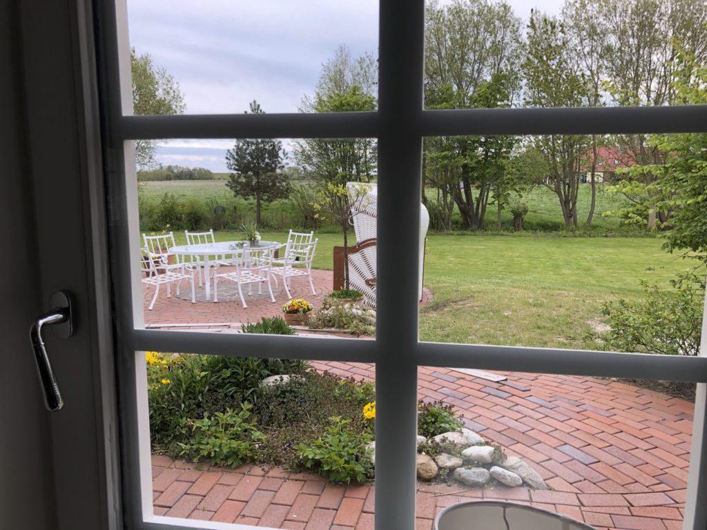 Asblick in den Garten